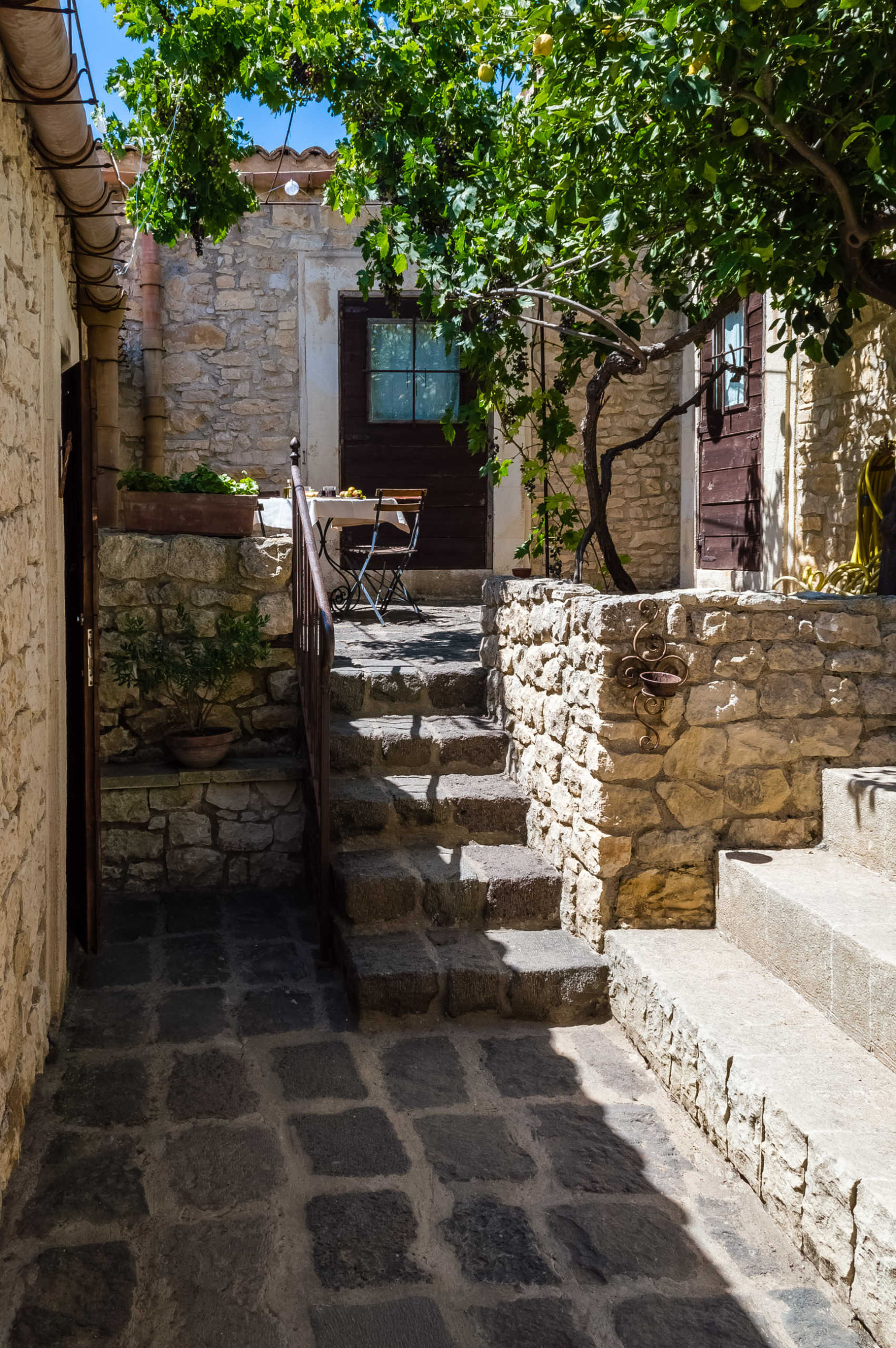 Antico Casale Siciliano ristrutturato adibito ad Agriturismo zona montana Siracusa